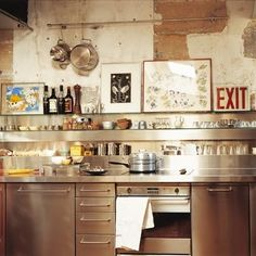 Good steel kitchen with earthy touches Apartment Kitchen, Kitchen Interior, New Kitchen, Kitchen Dining, Kitchen Decor, Kitchen Cabinets, Wall Cabinets, Kitchen Rustic, Smart Kitchen