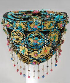 Kingfisher ceremonial headdress, kingfisher feathers, paerls, precious stones, gpld, China