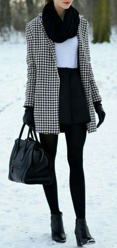 / houndstooth coat школа mode, kleid winter и outfit. Over 50 Womens Fashion, Fashion Over 40, 50 Fashion, Work Fashion, Fashion Outfits, Fashion Ideas, Trendy Fashion, Fashion Trends, College Fashion