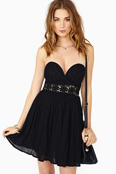Seriously cute black lace dress with a sweetheart neckline and a sheer crochet panel with daisy d...
