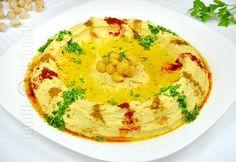Reteta de hummus libanez este una pe care trebuie neaparat s-o aveti in repertoriu. Hummus-ul este un preparat libanez foarte cunoscut si iubit. Pesto, Romania Food, Oriental Food, Cooking Recipes, Healthy Recipes, Delicious Recipes, Hummus Recipe, Exotic Food, Recipe For 4