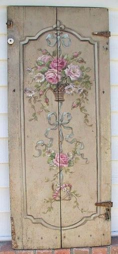 Love the hand painted design on this shabby chic vintage door - DREAMY! C: I love to paint on doors (scraptherapy) Shabby Vintage, Vintage Floral, Vintage Paris, Cottage Shabby Chic, Romantic Cottage, Rose Cottage, Old Doors, Antique Doors, Vintage Doors