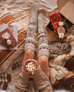 Image about girls in Winter by K❁ on We Heart It Uploaded by ~ⓢⓤⓩⓨ~. Find images and videos about girls, winter and christmas on We Heart It - the app to get lost in what you love. Christmas Flatlay, Cosy Christmas, Christmas Feeling, Christmas Pajamas, Christmas Snowman, Christmas Time, Merry Christmas, Flatlay Instagram, Christmas Photography