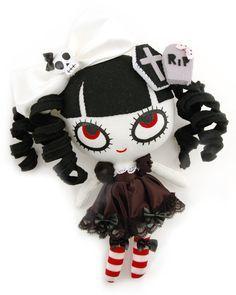 Halloween Eye Candy: Sweet & Creepy Plushies by Mizna Wada 6 Halloween Eyes, Halloween Doll, Halloween Crafts, Doll Crafts, Diy Doll, Gothic Dolls, Monster Dolls, Voodoo Dolls, Creepy Dolls