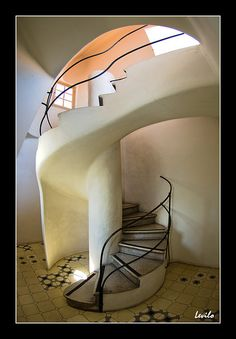 Escales, Casa Batlló, Barcelona, Spain (1907) restored by Antoni Gaudí and Josep Maria Jujol, photo by levilo