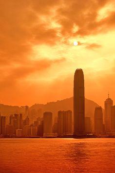 italian-luxury:  Fiery Goodnight, Hong Kong Skylineby Paul...