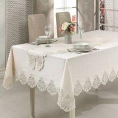 Venezia Masa Örtüsü leke tutmayan % 100 dertsiz kumaş ile üretilmiştir. Göz kamaştıran işlemeleri ile hayran kalacağınız masa örtüsü Decoration Table, Table Linens, Dining Table, Curtains, Crafts, Furniture, Boutiques, Home Decor, Sewing