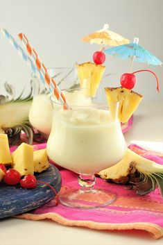 Pina colada recipe: Whip up this classic Pina Colada recipe in a blender, for a creamy, slushy cocktail. Made with real (no store bought mix) and healthy ingredients. Recipe to make cream of coconut included Pina Colada Recipe Coconut Milk, Pina Colada Recipe Non Alcoholic, Frozen Pina Colada, Coconut Drinks, Coconut Milk Recipes, Coconut Rum, Pina Colada Cocktail Recipe, Gourmet, Drink