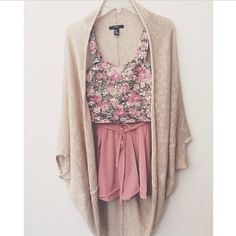 Imagem através do We Heart It #cardigan #clothes #cuteclothes #fashion #floral #girl #girly #pretty #shorts #style #sweet