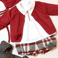 Beautiful baby outfit in red and red plaid Fashion Kids, Toddler Outfits, Baby Boy Outfits, Unicorn Dress, Baby Bloomers, Baby Pants, Baby Knitting Patterns, Baby Sewing, Baby Dress