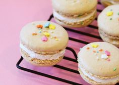 Confetti Macaron Recipe by Tessa Lindow Huff for Hostess with the Mostess! A party perfect dessert to brighten up any occasion! Macaron Filling, Macaron Recipe, Whipped Cream Filling Recipe, Macarons, Yummy Treats, Sweet Treats, Pavlova Recipe, Dessert Buffet, French Pastries