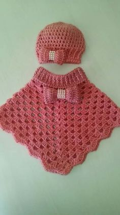 Baby Knitting Patterns Poncho This post was discovered by Mar Crochet Baby Poncho, Crochet Toddler, Baby Girl Crochet, Crochet Baby Clothes, Crochet For Kids, Crochet Shawl, Knit Crochet, Free Crochet, Poncho Knitting Patterns