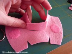 Peppa Pig Pattern felt., Kosucas : Patrón Peppa Pig de fieltro.
