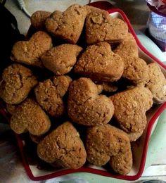 little hearts of apple-biscuits ! Vegan Greek, Greek Recipes, Biscuits, Hearts, Apple, Cookies, Desserts, Food, Crack Crackers