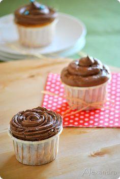 βουτυρόκρεμα σοκολάτας!!! Cupcakes, Cupcake Cakes, Sweet Desserts, Buttercream Frosting, Candy Recipes, Nutella, Caramel, Deserts, Food And Drink