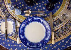 Mesa azul e branco. Veja: http://casadevalentina.com.br/blog/detalhes/mesa-azul-e-branco-2913 #details #interior #design #decoracao #detalhes #decor #home #casa #design #idea #ideia #charm #charme #casadevalentina #tableware #mesa #blue #white