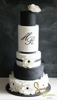 I love this cake design! So chic! Via Sweet Bloom Cakes.