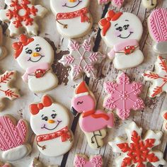 I love when customers say I get to pick the colors! Snowgirls, mittens, snowflakes, and flamingos with Santa hats to match their wrapping paper! ⛄⛄ #mittens #snowflakes❄️ #snowman #flamingos #sugarcookies #royalicing #edibleart #OKC #pink #red #silver