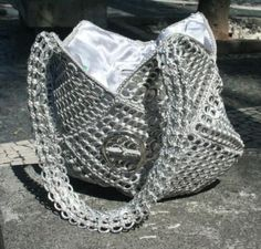 Creo que este bolso puede ser una interesante y elegante opción para aprovechar las anillas: