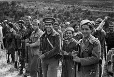 Spain - 1938. - GC - batalla del Ebro - Grupo de soldados en formación en el frente del Ebro