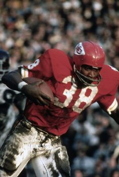 Wendell Hayes of the Kansas City Chiefs carries the ball against the Minnesota Vikings during Super Bowl IV on January 11 1970