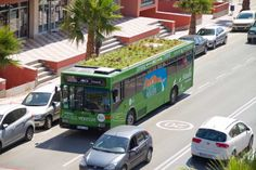 Madrid City in Spain is planning to plant gardens on the rooftop of the city's buses and bus stops. Bungalow, Green Roof System, Madrid City, Retractable Pergola, Diy Pergola, Pergola Ideas, Fibreglass Roof, Modern Roofing, Landscaping