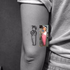 Now that's a way of having a picture of your beloved one tattooed on you. Not a creepy portret on your cheek -,- <3