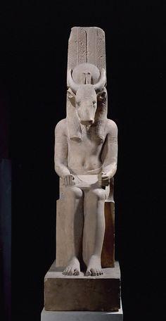 Montou, seigneur de Médamoud, représenté avec une tête de taureau époque ptolémaïque, 332 - 30 avant J.-C. statue trouvée à Médamoud avec celle de Rattaouy  | Site officiel du musée du Louvre