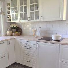 Blanco biselado bx - Fliser til kjøkken - Fliser, stein & tilbehør - MegaFlis. Home And Living, Kitchen Remodel, New Homes, Kitchen Cabinets, House, Home Decor, Bath, Ideas, White People