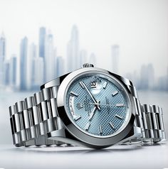 The Day-Date 40 in platinum with an ice blue dial displays the day of the week in Arabic. It is also available with the day display in 25 other languages.