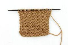Punto de Espina Un punto poco conocido, muy sencillo y en relieve. El tejido queda bastante compacto y grueso Blog Tienda de Lanas Paca La Alpaca Knitting Help, Knitting Stitches, Pearl Flower, Crotchet, Knitting Patterns, Diy And Crafts, Pearls, Blog, Limo
