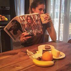 #Доброеутро Скромный завтрак модели.  Больше здоровых вариантов завтрака у нас на theglow.pro @doutzen ・・・ #завтракмодели #здороваяеда #еда #фрукты #утро #ЗОЖ @NLVogue's Instagram  #VogueLovesDoutzen #VogueCollectorsIssue