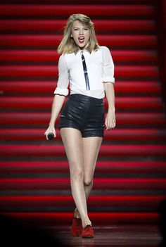 """US country-pop star Taylor Swift took to the stage on Friday night (May It was her first and only stop in China, part of her long """"Red"""" Tour, which is reaching its grand finale in East Asia. Taylor Swift 2014, Taylor Swift Red Tour, Swift Tour, Taylor Swift Style, Red Taylor, Taylor Swift Pictures, Swift 3, Hip Hop, Rosie Huntington Whiteley"""
