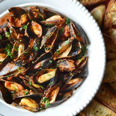 Fra Diavalo Mussels Fra Diavalo: A classic summer dish that is best served with lots of crusty bread for dipping.Mussels Fra Diavalo: A classic summer dish that is best served with lots of crusty bread for dipping. Best Seafood Recipes, Shellfish Recipes, Wine Recipes, Cooking Recipes, Healthy Recipes, Quick Recipes, Recipes Dinner, Fish Dishes, Seafood Dishes