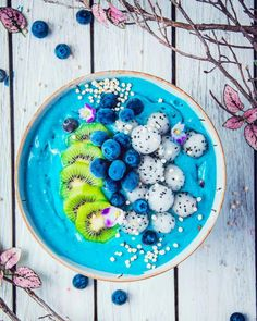 Nothing says winter like a winter smoothie bowl. I fell asleep on the sofa trying to watch the Olympics. It was downhill… Coconut Smoothie, Raspberry Smoothie, Apple Smoothies, Vegan Smoothies, Banana Coconut, Breakfast Smoothies, Cancer Fighting Foods, Exotic Food, Aesthetic Food