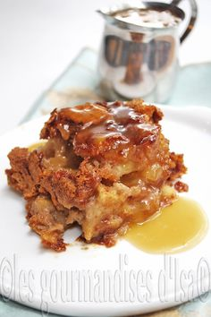 Apple pudding cake, caramel sauce - TBON replaced pecan by . Pecan Bread Pudding Recipe, Caramel Bread Pudding, Pudding Cake, Bread Puddings, Apple Praline Bread, Pumpkin Pecan Pie, Apple Recipes, Bread Recipes, Cooking Recipes