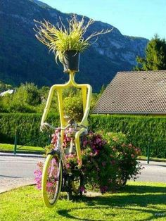 Funny Garden Art : Crazy Bicycle Flower Lady - made me laugh! Having Joy in the garden is essential! Many other examples at link. Outdoor Planters, Diy Planters, Garden Planters, Outdoor Gardens, Planter Ideas, Outdoor Sheds, Outdoor Spaces, Recycled Planters, Herb Garden