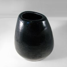 "Russel Wright BAUER Corsage Vase, Black.  5"" high x 5"" wide.  This corsage vase by Russel Wright is in the high-gloss black glaze. Signed on base ""Russel Wright BAUER"". Excellent condition."