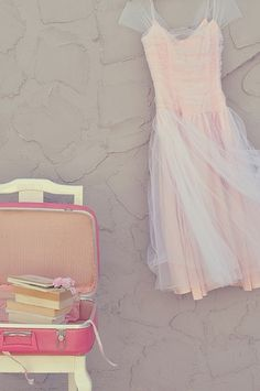 (by Yvette Inufio) via designlovely.tumblr.com Suitcase and books. Event decor