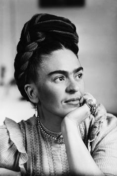 Portrait of Frida Kahlo , Mexican painter, wife of Diego Rivera. Get premium, high resolution news photos at Getty Images Diego Rivera, Frida Kahlo Tattoos, Frida Kahlo Portraits, Frida Kahlo Prints, Frida Tattoo, Iconic Women, Famous Women, Famous People, Fridah Kahlo