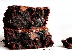 If you've never added zucchini to your baked goods drop everything you are doing and do it now! These Zucchini Brownies are unbelievably moist and rich. dessert. chocolate, chocolate brownies, fudgy brownies, zucchini brownies brownie zucchini baking with zucchini iambaker No Bake Brownies, Fudgy Brownies, Pie Dessert, Dessert Recipes, Desserts, Chocolate Zucchini Brownies, Crazy Cookies, Zuchinni Recipes, Zucchini Cake
