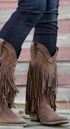 Ideas Fringe Cowboy Boats Outfit Fall For 2019 Fringe Cowboy Boots, Fringe Ankle Boots, Cowgirl Boots, Crazy Shoes, Me Too Shoes, Over Boots, Moda Chic, Walking Boots, Cowgirl Style