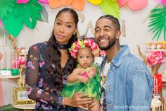 Omarion & Apryl Jones put their issues aside and got on their co-parenting duties to celebrate their daughter A'mei's first birthday. Apryl is wearing that this is for the child look LOL