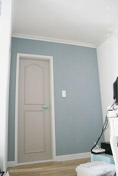 좁은집셀프인테리어,20평아파트인테리어,방문 페인트,셀프인테리어,침실인테리어8.jpg