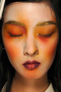 Google Image Result for http://www.eyeshadowlipstick.com/wp-content/uploads/2012/05/Backstage-Vivienne-Westwood-fashion-show-Spring-Summer-2012-1.jpg