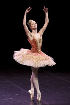 "Nancy Osbaldeston as Aurora in ""The Sleeping Beauty"" (English National Ballet)"