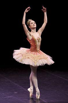 "Nancy Osbaldeston as Aurora in ""The Sleeping Beauty"" (English National Ballet)"