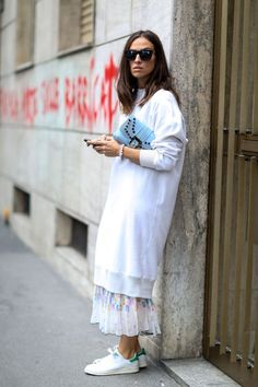 Oversized pullover + Maxi Skirt + Sneakers