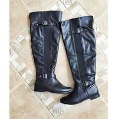 ✨ Black knee high boots. Like new! Black knee high boots with buckles and zipper✨ like new✨ bundle and save✨ Shoes