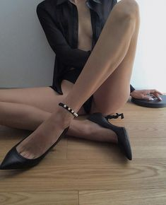 Accessories for legs Anklet, Character Shoes, Dance Shoes, Legs, Pearls, Accessories, Fashion, Moda, La Mode